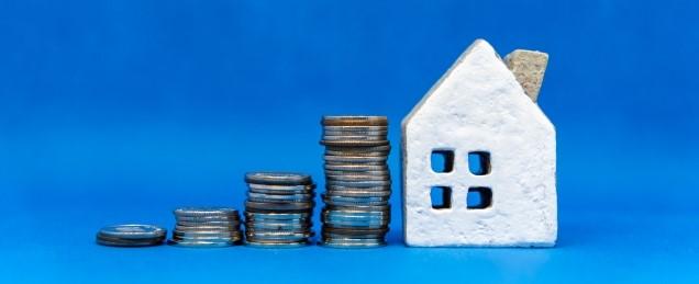 積み上がっていくお金と家